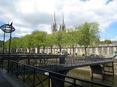 bikever bike hiring rental regions brittany places cities unusual landscape sea land bridges quimper cathedral