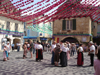 bikever location velo regions bretagne culture festival fete felibree perigord dordogne