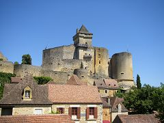 bikever bike hiring rental regions south west places cities unusual landscape perigord black castle castelnaud