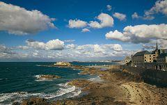 bikever bike hiring rental regions brittany places cities unusual landscape sea land surcouf saint malo corsair