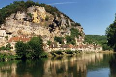 bikever bike hiring rental regions south west places cities unusual landscape dordogne la roque gageac
