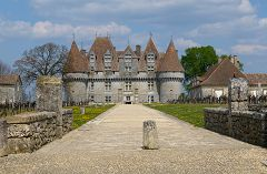 bikever bike hiring rental regions south west places cities unusual landscape monbazillac castle dordogne wine wineyard