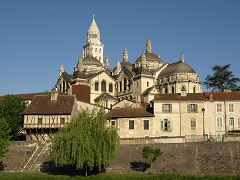 bikever bike hiring rental regions south west places cities unusual landscape perigueux cathedral saint front